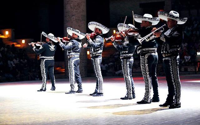 Tour a Xcaret, música y tradiciones mexicanas