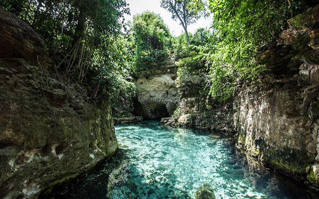 Tour a Xcaret, disfruta la aventura de nadar en ríos subterráneos