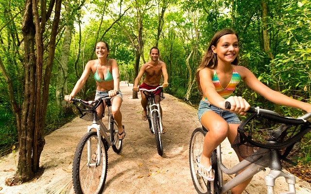Xel Há, Recorre la selva en bicicleta o a pie