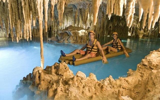 Xplor Fuego, 530 metros de cavernas subterráneas, tirolesas y vehículos anfibios te esperan
